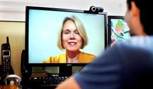 Psikoterapi via internet dengan menggunakan webcam